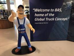 Bas Trucks mascotte met duim omhoog - Design by Sander